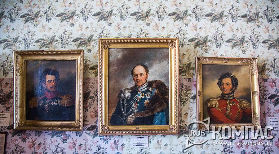 Портреты в парадном кабинете