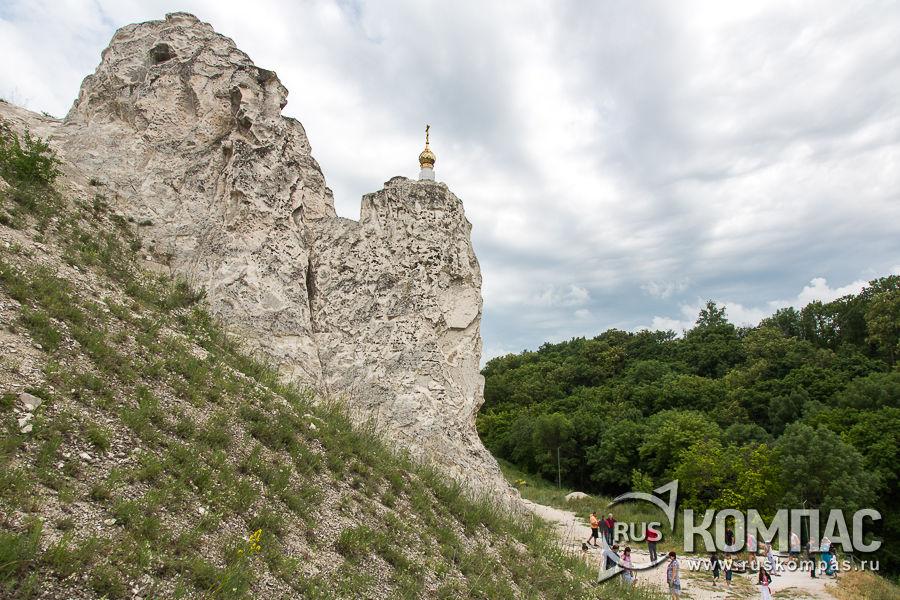 Пещерная церковь Иоанна Предтечи в Малых Дивах