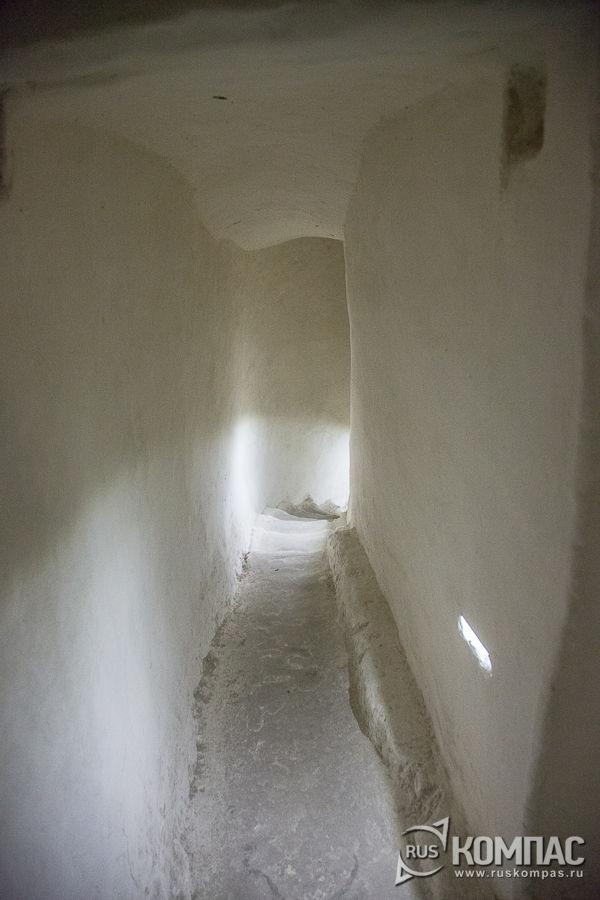 Лестница второго этажа в храме Сицилийской иконы Божьей Матери в Больших Дивах