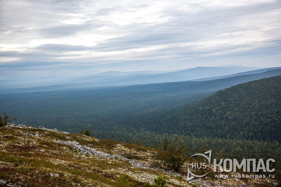 Вид на Уральские горы с плато Мань-Пупу-Нёр