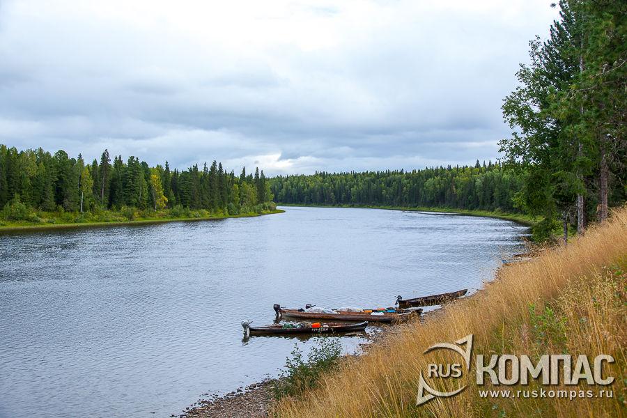 Берег у кордона Усть-Ляга