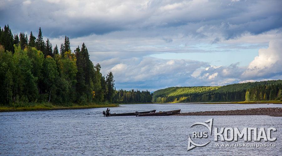 Лодки на берегу реки Илыч
