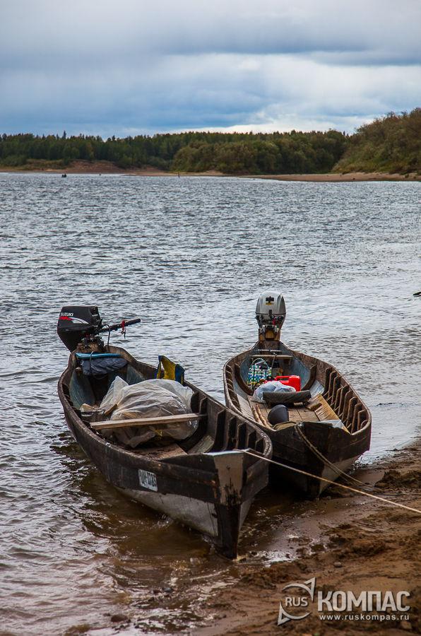 Лодки для переправы по реке Илыч