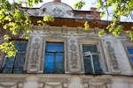 Окна второго этажа с чердачным окном (Радищева 1)