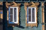 Окна с наличниками (Московская, 56)