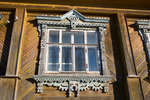 Широкое окно с наличником (Ленина, 117)
