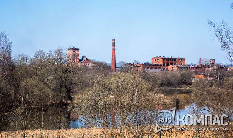 Шуйско-Тезинская объединенная фабрика (бывшая Тезинская фабрика Поповых) на берегу речку Теза