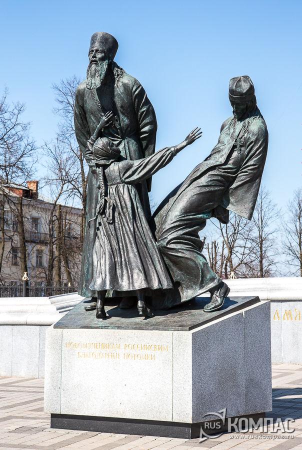 Памятник «Павшим за веру» на Зелёной площади в Шуе