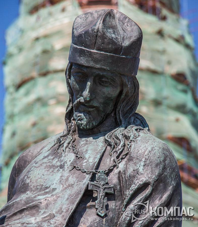 Фрагмент памятника «Павшим за веру»