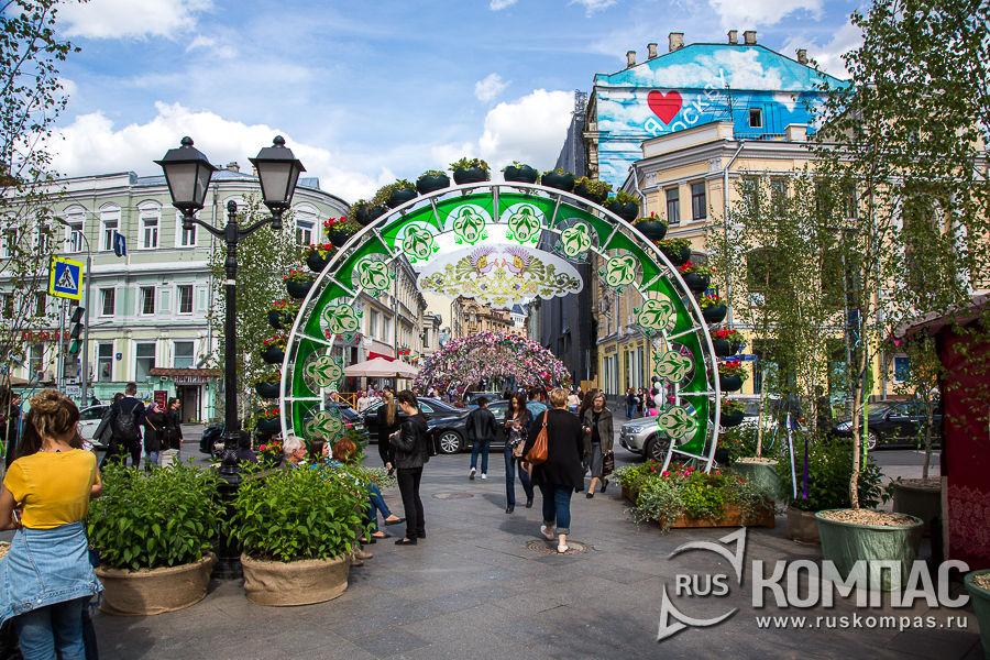 Кузнецкий мост в цветах на фестивале «Наш продукт»