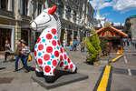 Фигурки дымковской игрушки на Никольской улице