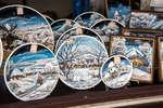 Декоративные тарелки из серии «Зима» мастерской «Кубанская керамика»