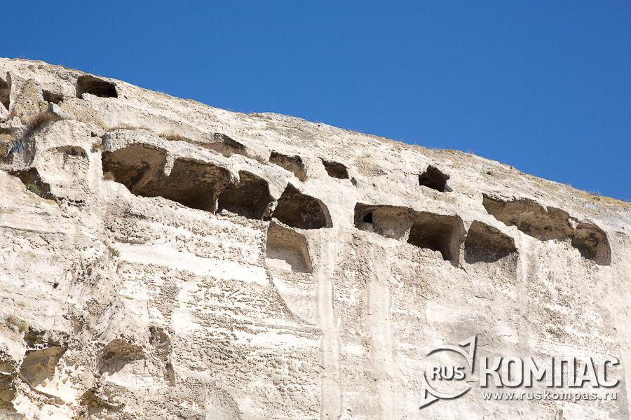 Монастырские кельи в скалах в Инкермане