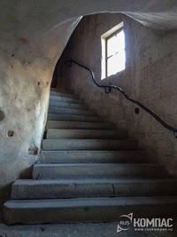Лестница в пещерном храме монастыря