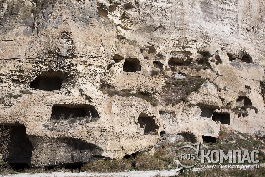 Кельи в Монастырской скале