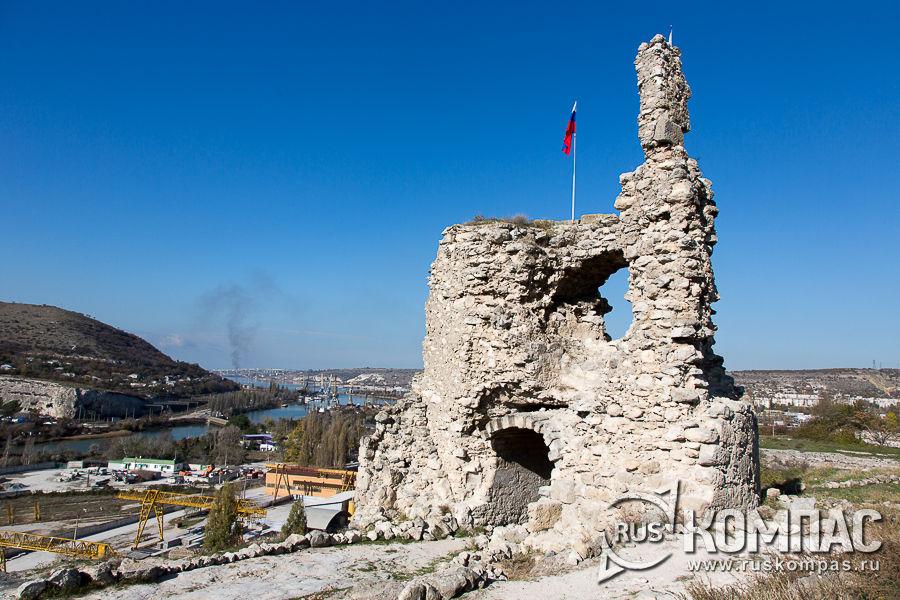 Надвратная (въездная) башня, главный въезд в крепость Каламита