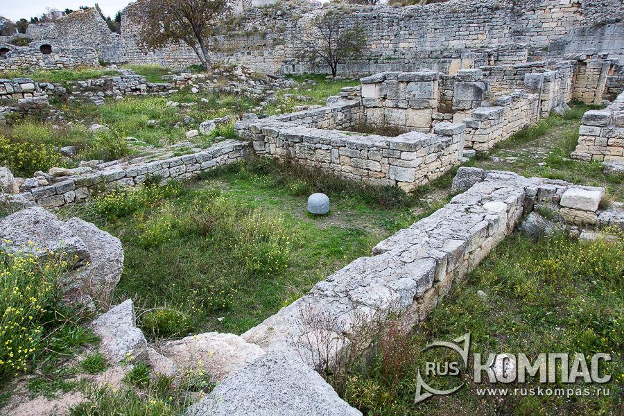 Казармы для стражников, охранявших ворота, IV в. до н.э.