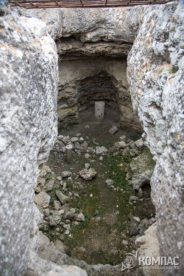 Подземный храм (мартирий) в Херсонесе