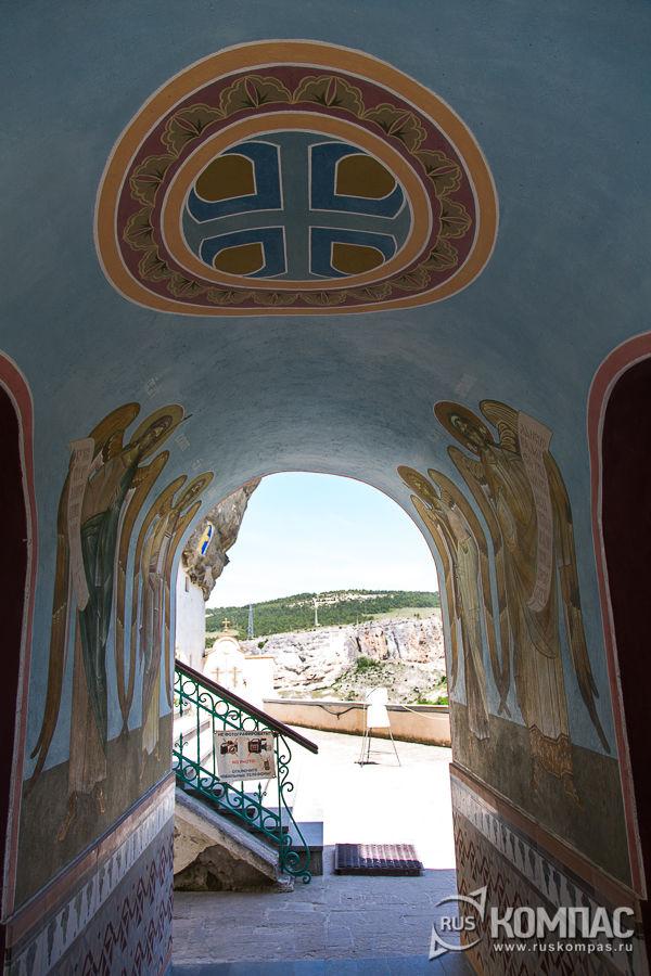 Ангелы, нарисованные на внутренних стенах часовни Архангельский проход