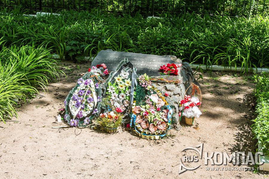 Братское кладбище по дороге от Успенского монастыря к Чуфут-Кале