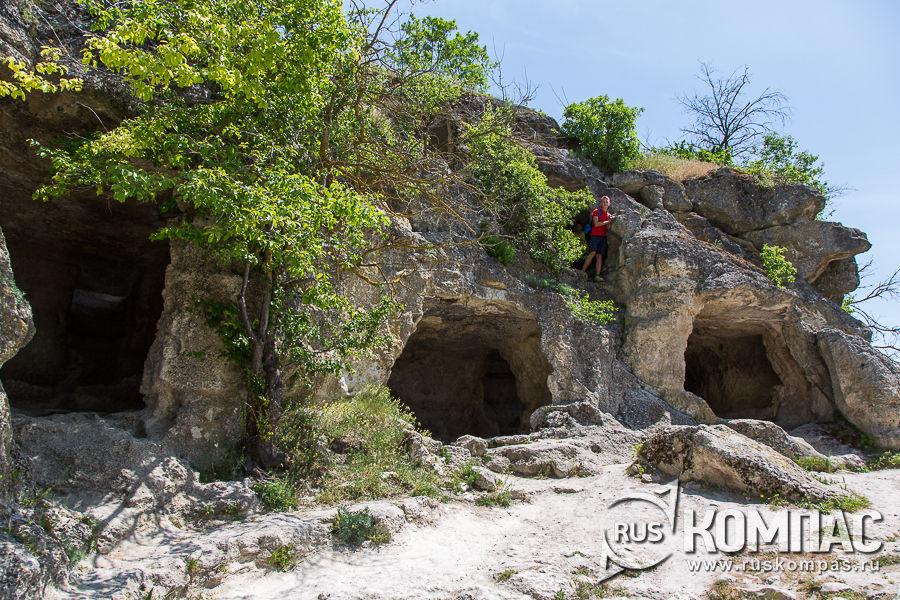 Комплекс хозяйственных пещер в районе Южных (Малых) ворот в Чуфут-Кале