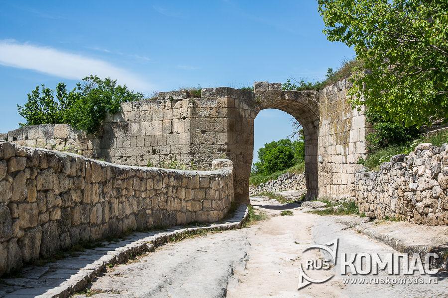 Ворота Орта-Капу (Средние ворота) средней оборонительной стены