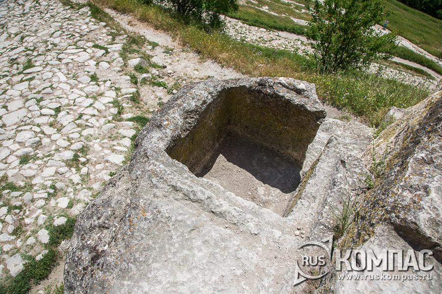 Резервуар для хранения воды у Кучук-Капу (Малых Южных ворот)