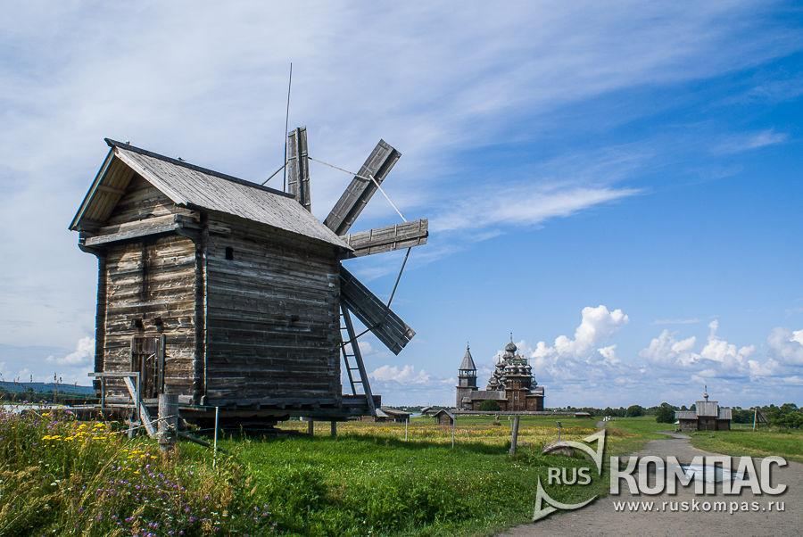 Мельница ветряная, с видом на Преображенскую церковь