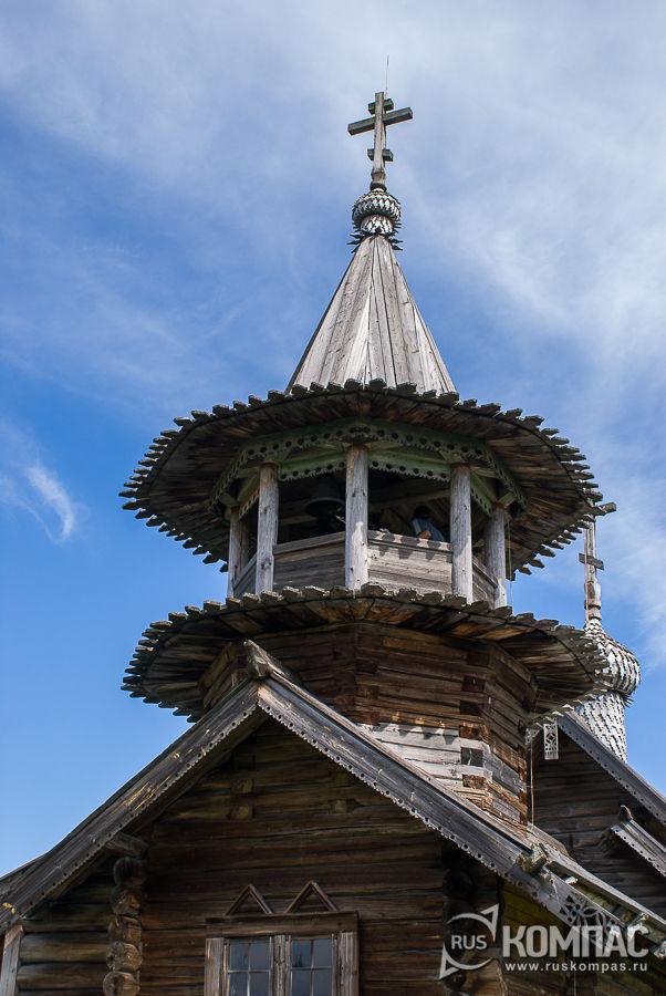 Шатровая колокольня над сенями, часовня Михаила Архангела