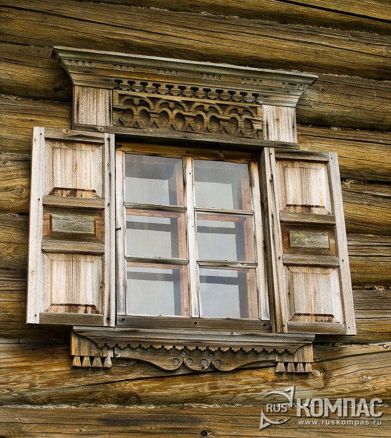 Деревянные наличники и ставни дома Бутина