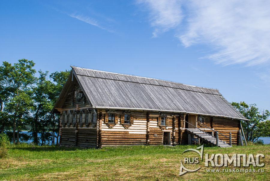Дом Сергеева, боковой вид