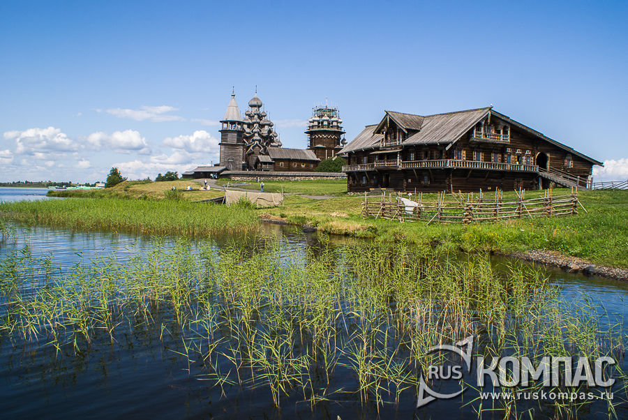 Дом Ошевнева и Церковь Преображения Господня