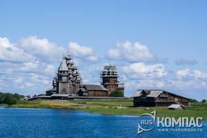 Подплываем к музею-заповеднику на острове Кижи