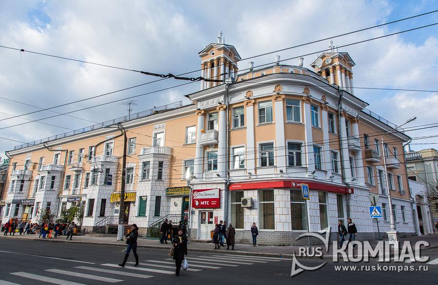 Здание 1954 года, архитектор И. П. Изотов