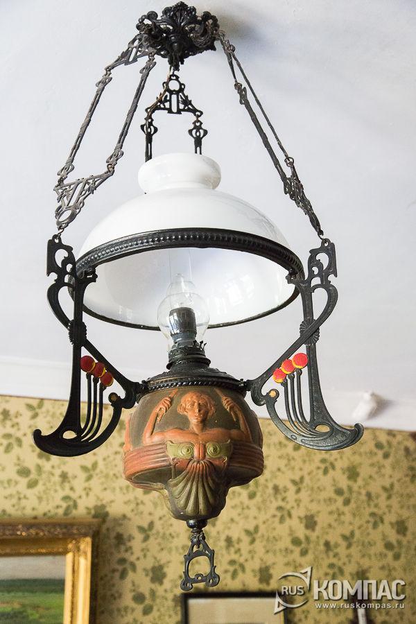 Лампа в кабинете Чехова