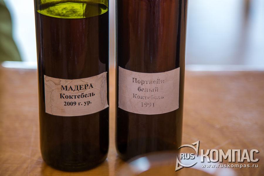 Мадера «Коктебель» и портвейн белый «Коктебель», изготовленные на Коктебельском заводе крепких и марочных вин