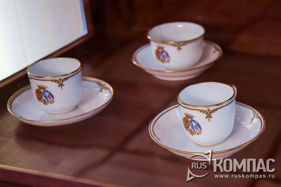 Набор чашек, подаренных братом невесты Карлом фон Пфеффель на свадьбу Фёдора Тютчева и Эрнестины  фон Пфеффель