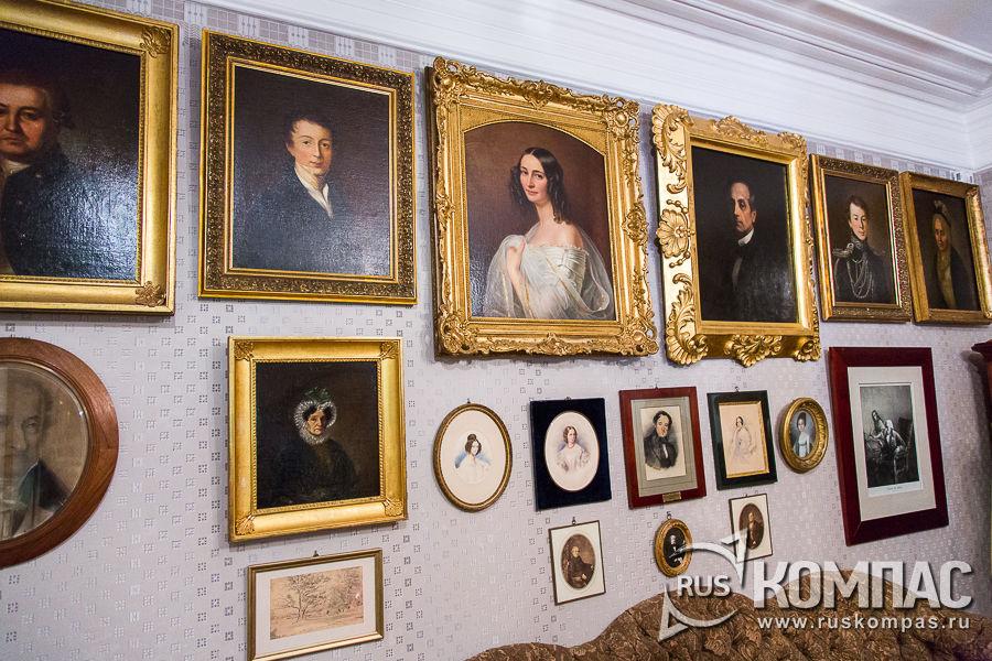 В центре портрет Эрнестина Федоровна Тютчевой - второй жены поэта Фёдора Тютчева
