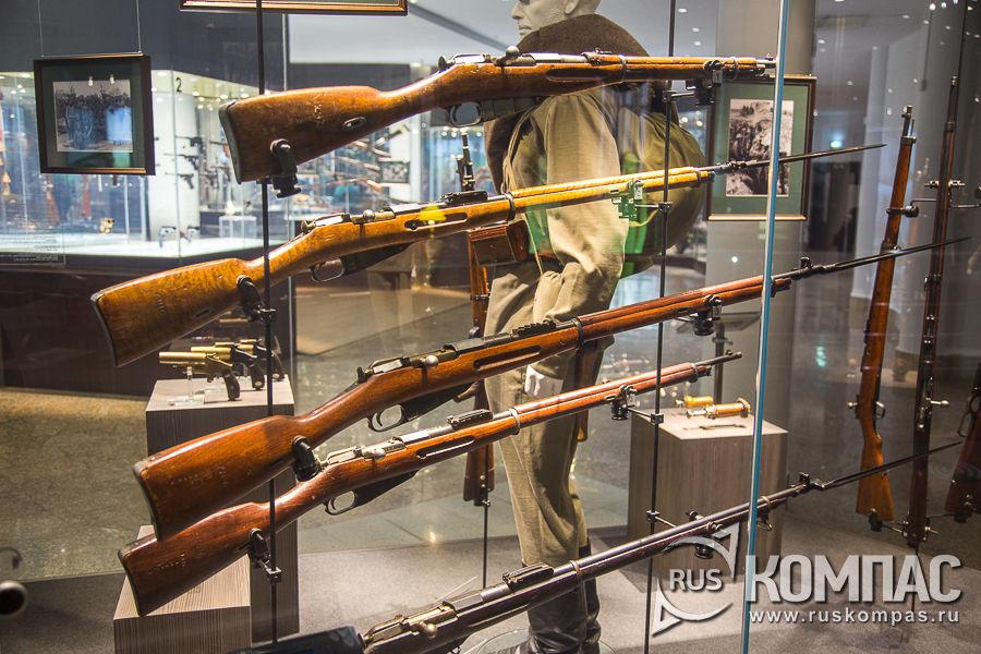 Карабин 1907 года (верх) и винтовки пехотного образца образца 1891/10 Россия (2) и США Вестингауз (3)