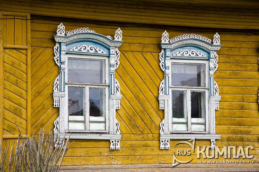 На наличниках символически изображали двух змеек, приносящих в дом богатство
