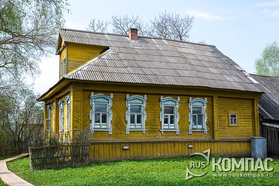 Деревянный дом в деревне Мартыново