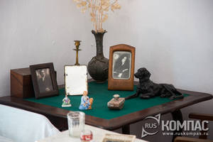 Ломберный стол в комнате Грина
