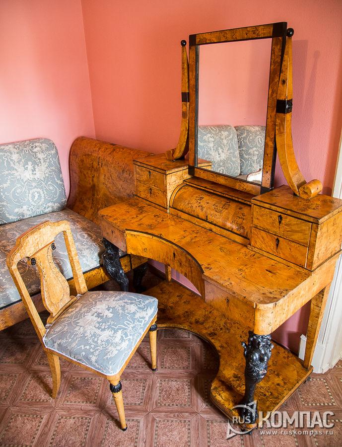 Туалетный столик, купленный при Зинаиде Морозовой