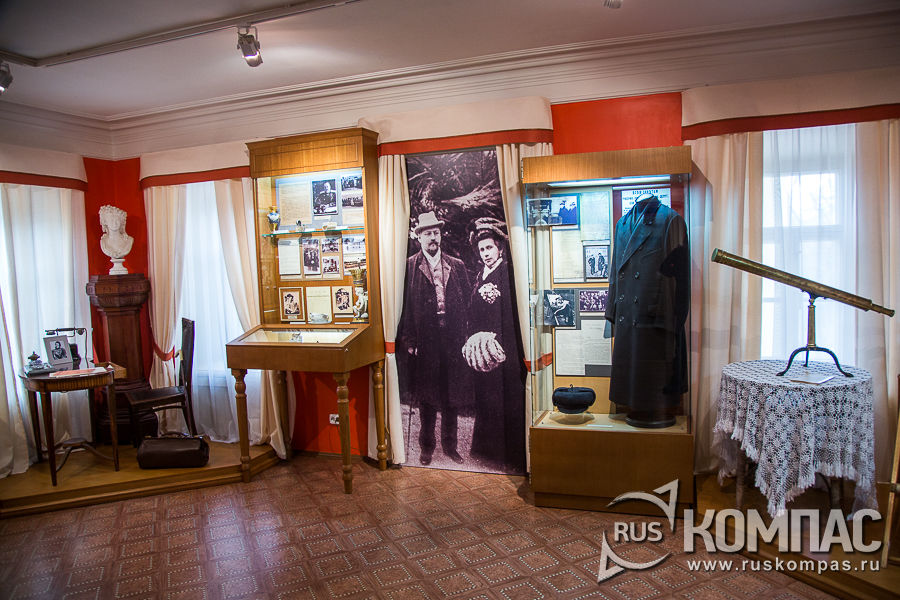 Экспозиция на первом этаже северного флигеля усадьбы Горки