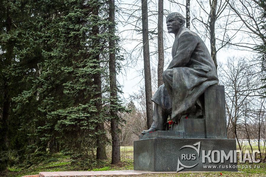 Памятник Ленину в Кремле (в 1998 году перенесён из Кремля в Горки Ленинские)