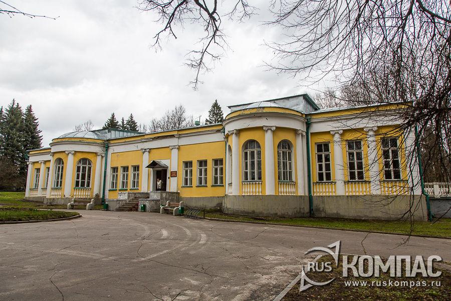 Здание дачи на территории усадьбы Горки, в котором располагается музей «Кабинет и квартира В.И. Ленина в Кремле»