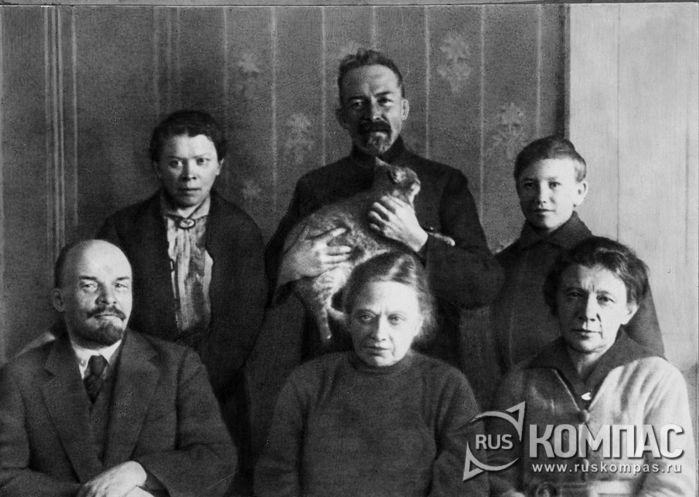 Фото Ленин в окружении семьи, осень 1920 года