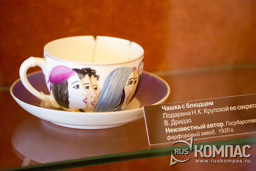 Фарфоровая чайная пара, подаренная Крупской её секретарем Верой Дриздо