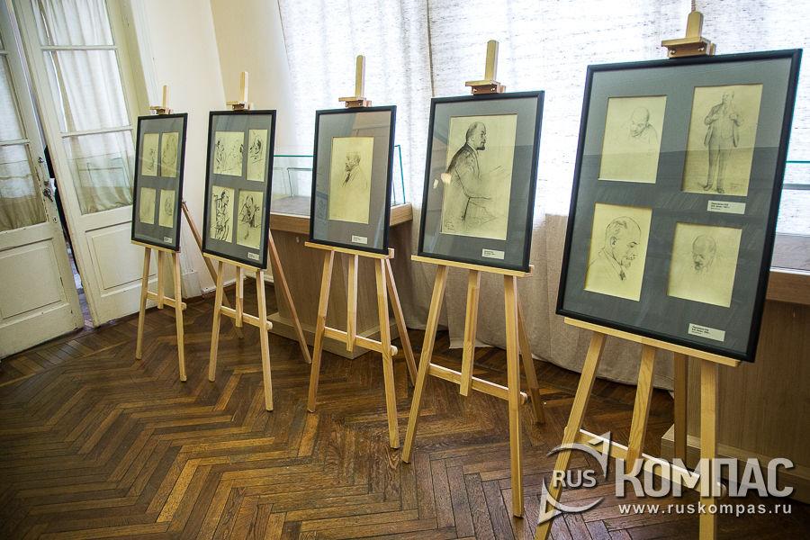 Выставка фотокопий рисунков и набросков к портретам Ленина, выполненных при его жизни