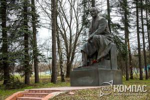 Памятник Ленину в Кремле (перенесённый в Горки Ленинские)